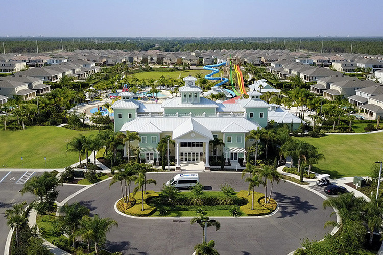 Encore Resort at Reunion is a fantastic family resort in Orlando and has a regular shuttle service to Disney World
