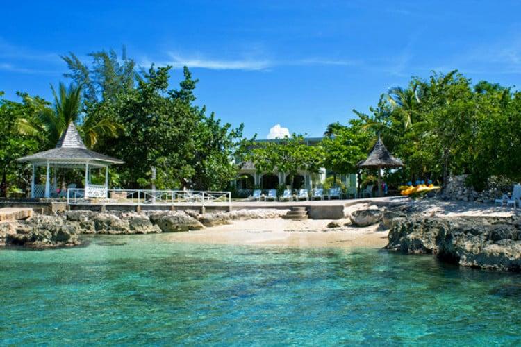 Beachfront villas in Jamaica